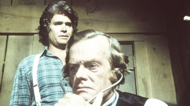 Charles (Michael Landon, l.) und Dr. Baker (Kevin Hagen, r.) kümmern sich um...