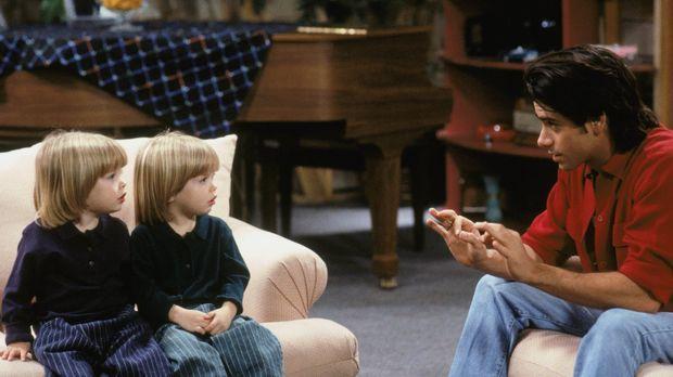 Jesse (John Stamos, r.) bereitet mit seinen Söhnen Nick und Alexander (Blake/...