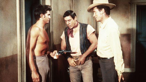 Little Joe Cartwright (Michael Landon, l.) traut den Revolverhelden Jakes (Ro...