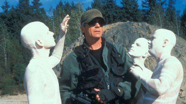 Die Bewohner eines fremden Planeten erkranken urplötzlich, nachdem O'Neill (R...