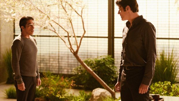 Johns (Goran Visnjic, r.) Aufenthalt bei Hideki Yasumoto (Hiroyuki Sanada, l....