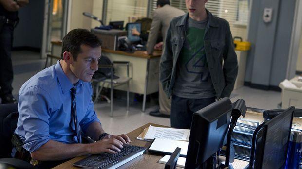 Michaels (Jason Isaacs, l.) Sohn Rex (Dylan Minnette, r.) leidet an gebrochen...