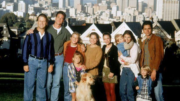 (8. Staffel) - Bei Joey (Dave Coulier, l.), Danny (Bob Saget, 2.v.l.), Stepha...