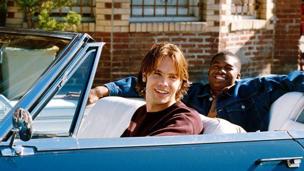Als Matt (Barry Watson, l.) zusammen mit seinem Kumpel John (Chaz Lamar Sheph...