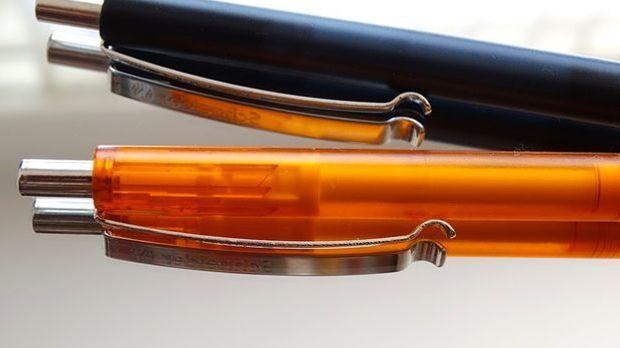 Auch unscheinbare Kugelschreiber wurden für die BND-Überwachungsmethoden verw...