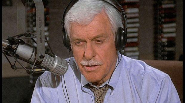 Mark (Dick Van Dyke) übernimmt vorübergehend die Show der Radiomoderatorin De...