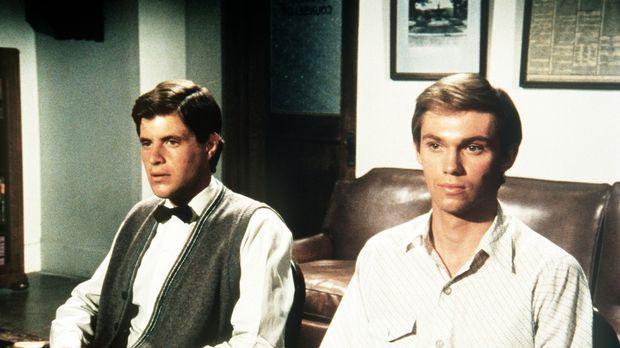 Als John-Boy (Richard Thomas, r.) einen Klassenkameraden beim Abschreiben beo...