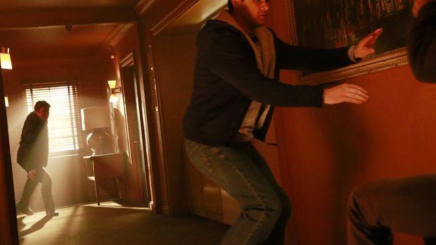 Castle (Nathan Fillion, hinten) ist hinter einem Mörder her, der wohl als ein...