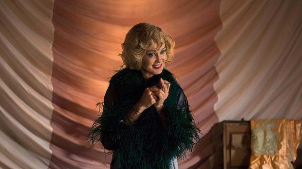 Wie wird Edward Mordrake auf Elsas (Jessica Lange) Erzählungen über ihre Verg...