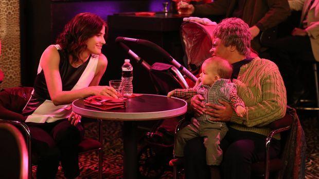 Robin (Cobie Smulders, l.) soll auf Marvin kurz aufpassen, als Lily noch schn...