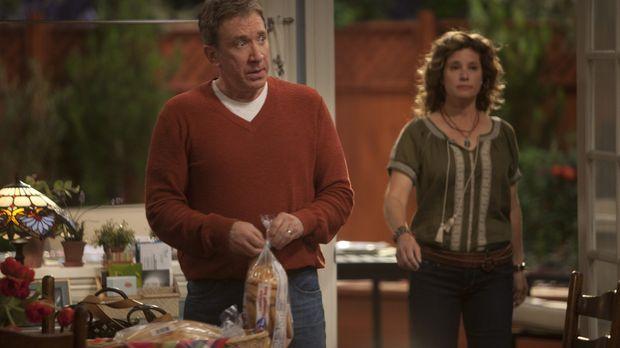 Mikes Frau Vanessa (Nancy Travis, r.) wird befördert und hat dadurch weniger...