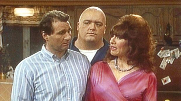 Al (Ed O'Neill, l.) könnte Peggy (Katey Sagal, r.) erwürgen, weil sie ihren B...