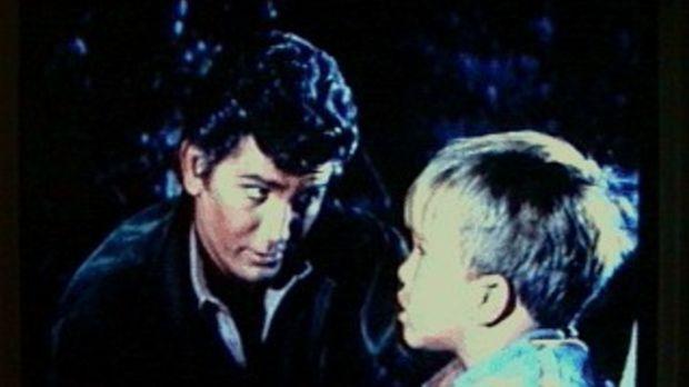 Der kleine Michael (Clint Howard, r.) hat von den Indianern erfahren, daß Got...