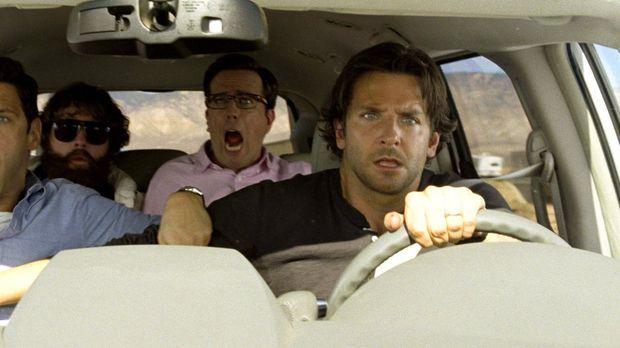 Die Freunde Phil (Bradley Cooper, r.), Stu (Ed Helms, 2.v.r.) und Doug (Justi...