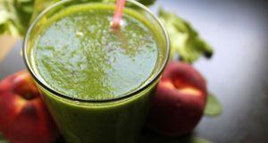 Eine gesunde Ergänzung zu Brötchen, Aufschnitt, Dip und Co.: grüne Smoothies.