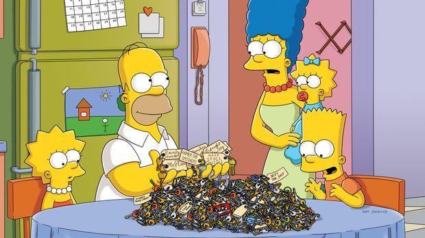 Weil Maggie sich selbst im Auto eingesperrt hat, suchen die Simpsons in ihrer...