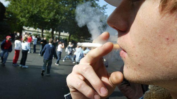 Kind raucht © Verwendung weltweit, usage worldwide
