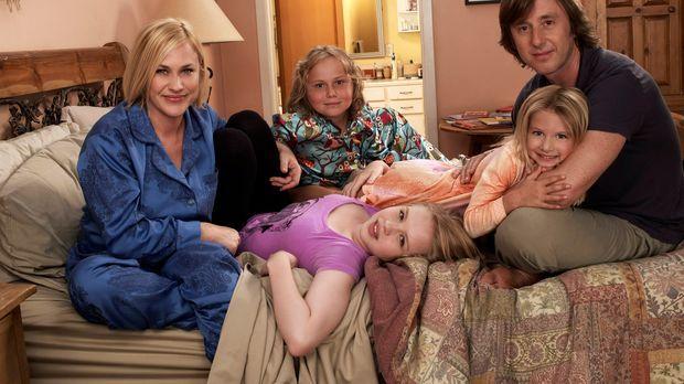 (7. Staffel) - Ihre Familie bedeutet Allison (Patricia Arquette, l.) alles: J...