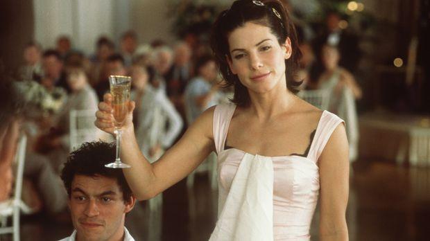 Bei der Hochzeit ihrer Schwester hat Gwen (Sandra Bullock, r.) wieder einmal...