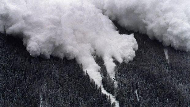 Eine Luftansicht von einer der zwei Lawinen, die sich am 21. Februar 1999 zwi...