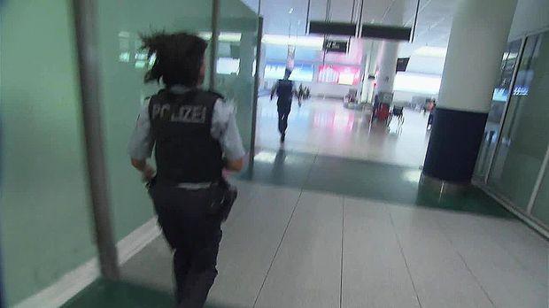 Achtung Kontrolle - Dienstag: Aufregung Am Flughafen